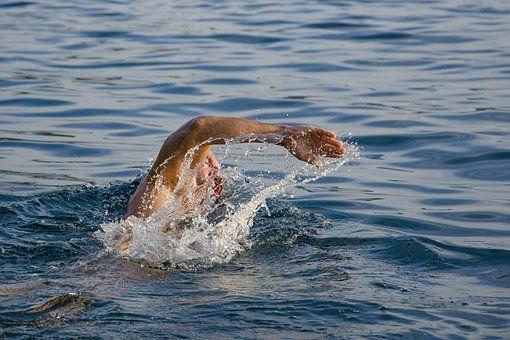 Plivanje povoljno deluje na zdravlje ljudi tokom celog života