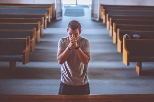 """Danas mnogi ljudi molitvom i """"razgovorom"""" sa Bogom pristupaju duhovnom očišćenju."""