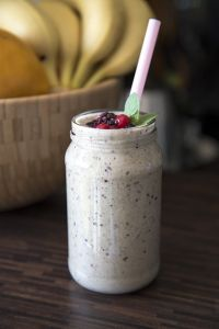One of the most delicious shakes you can make at home - banana + blueberries.