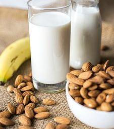 bademovo mleko - jedno od najukusnijih biljnih mleka