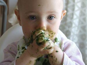beba se umazala hranom