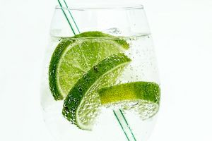 Mineralna voda sa limetom