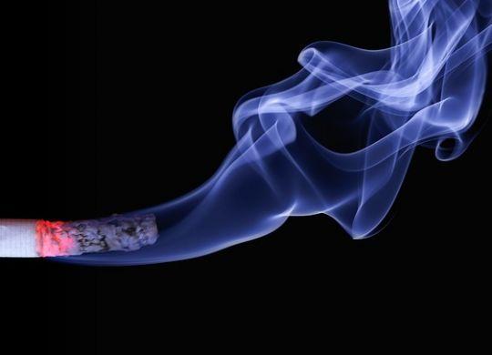 Dim cigarete koji ostavlja tragove i jedan je od razloga da ostavite pušenje prirodnim putem
