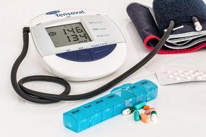 Snizite krvni pritisak prirodnim putem a ne uz pomoć medicine kao na slici