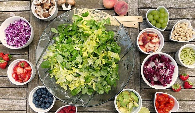 Salata u kojoj je voće i povrće sa najviše pesticida